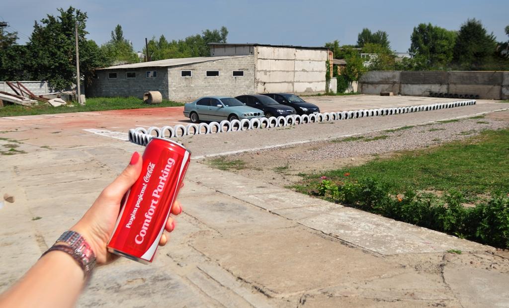 Розділи радість з Coca-Cola. Стоянка. Бориспіль