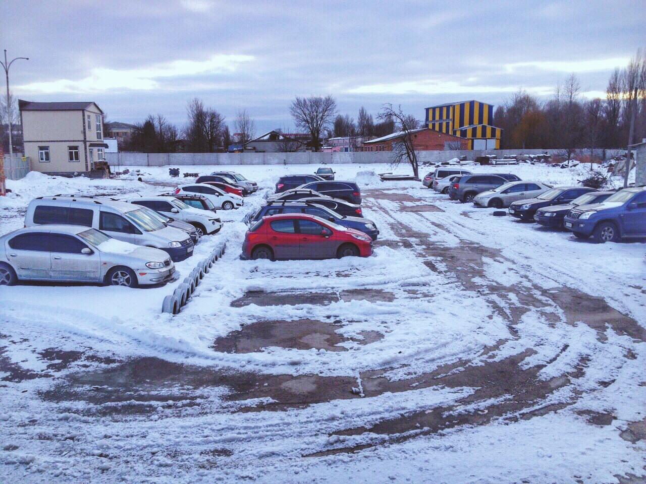 Регулярная уборка от снега на территории паркинга